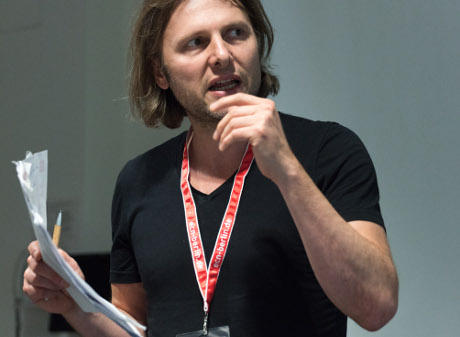 Picture of Diemtar Schmitz giving a presentation.
